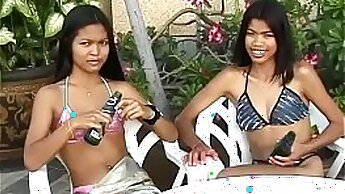 Amateur thai lesbos eating each other out