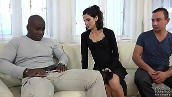Couple That Love Cuckold Husband films his wife fuck a black lover