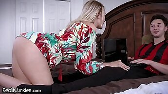 Cougar Mommy Jaclo Moore Loves Cock