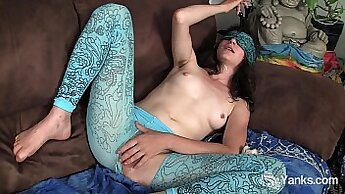 Amateur Webcam Toy Whore Teasing With Good Masturbation