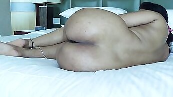 Big booty girl spreads her legs for ass drilling